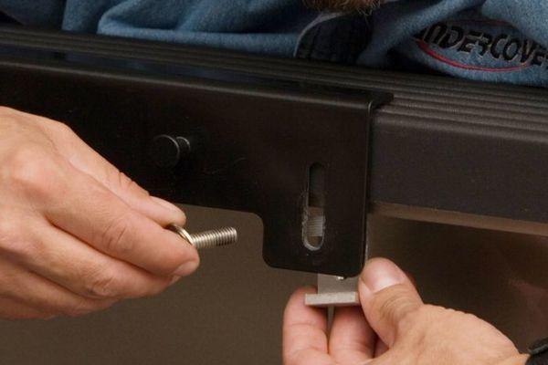 Easy to install tonneau