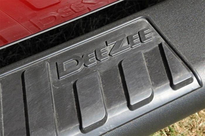 """Dee Zee 6"""" Oval Step Bars"""