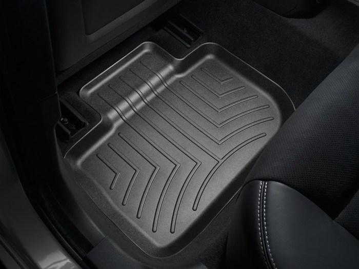 WeatherTech DigitalFit Floor Mats for 300/Charger [Covers Rear, Black] (WEA95011)